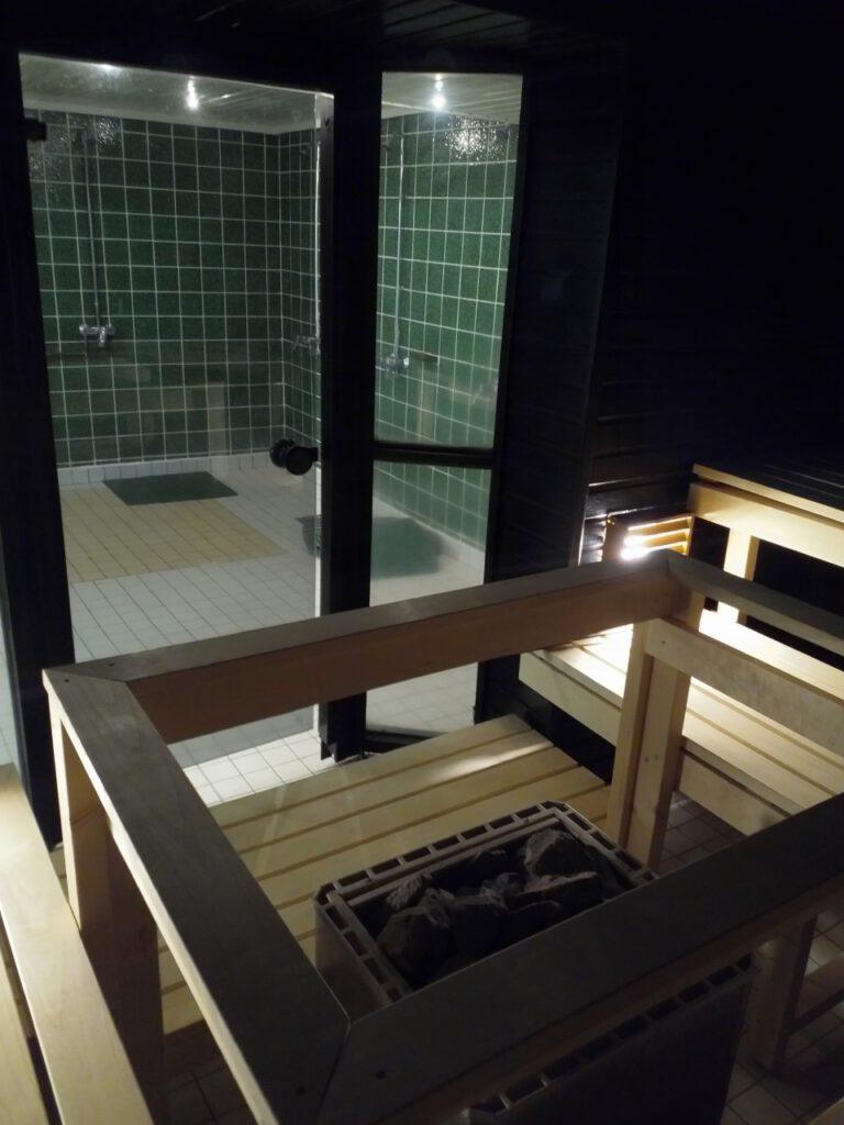 Miesten uusittu saunaosasto
